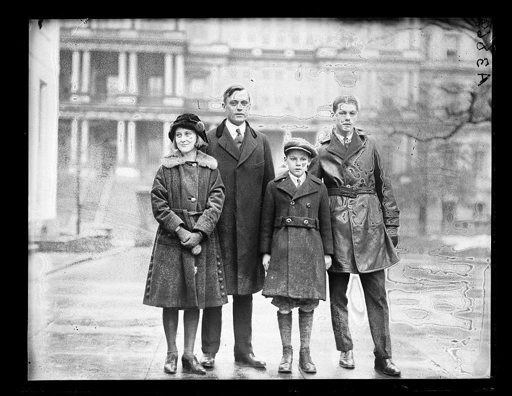 [Henry C. Wallace and children; State, War and Navy Building in background. Washington, D.C.]