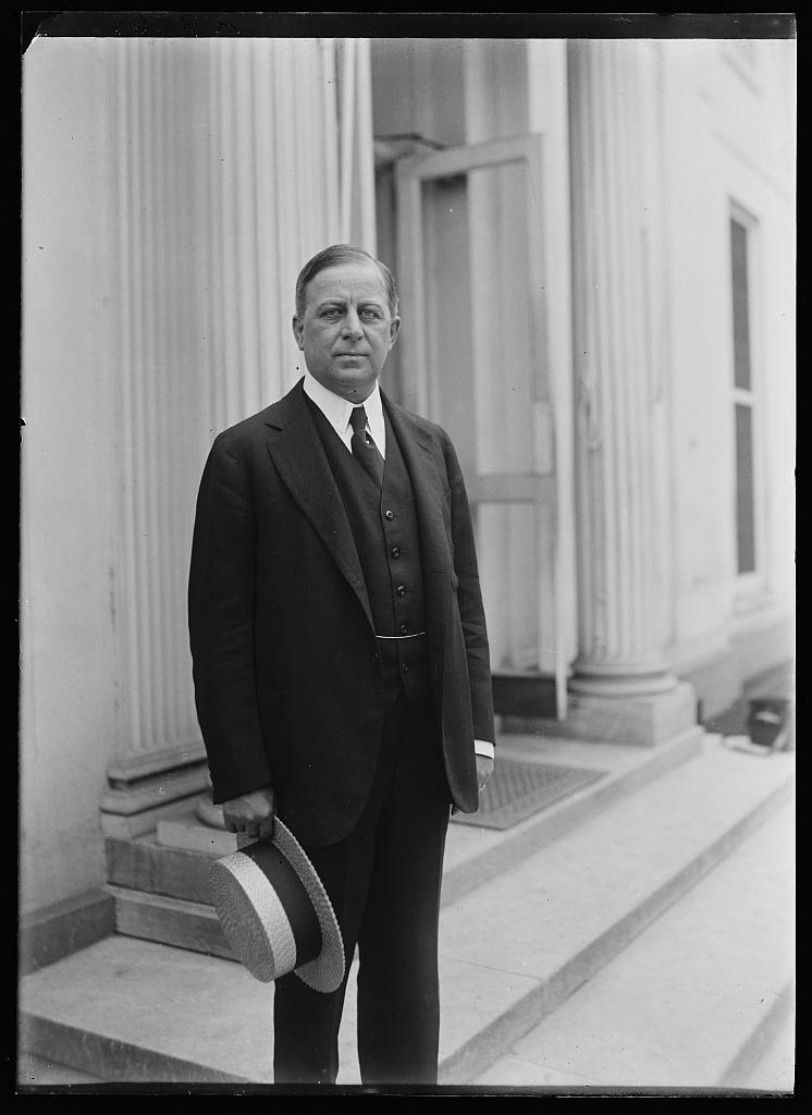 [Man at White House, Washington, D.C.]