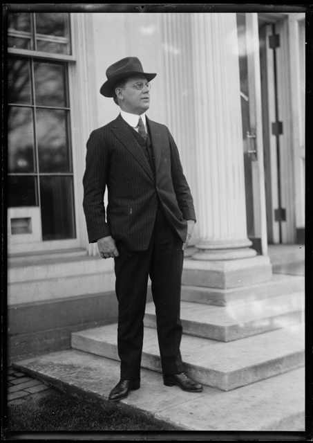 [Man at White House, Washington, D.C.]
