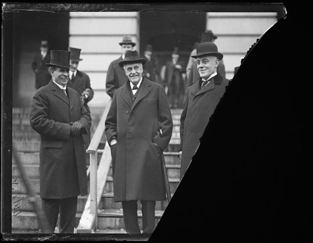 [Men at U.S. Capitol; Sir Auckland Geddes, right. Washington, D.C.]