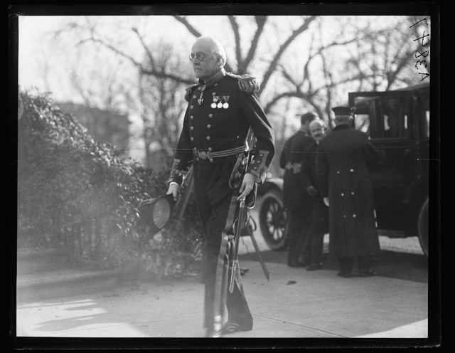 [Military visitor at White House, Washington, D.C.]