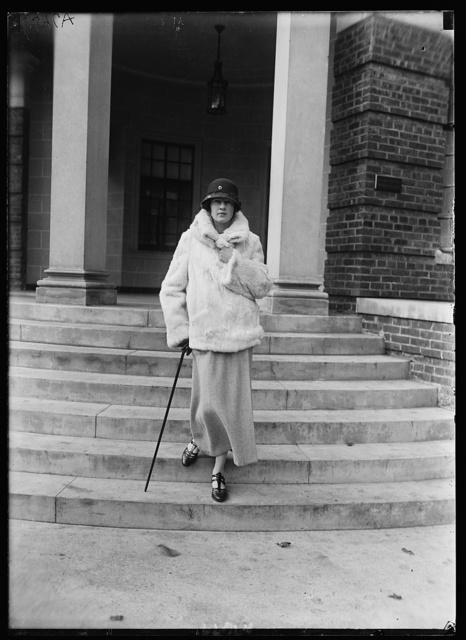 Miss Betty Gordon, deb.