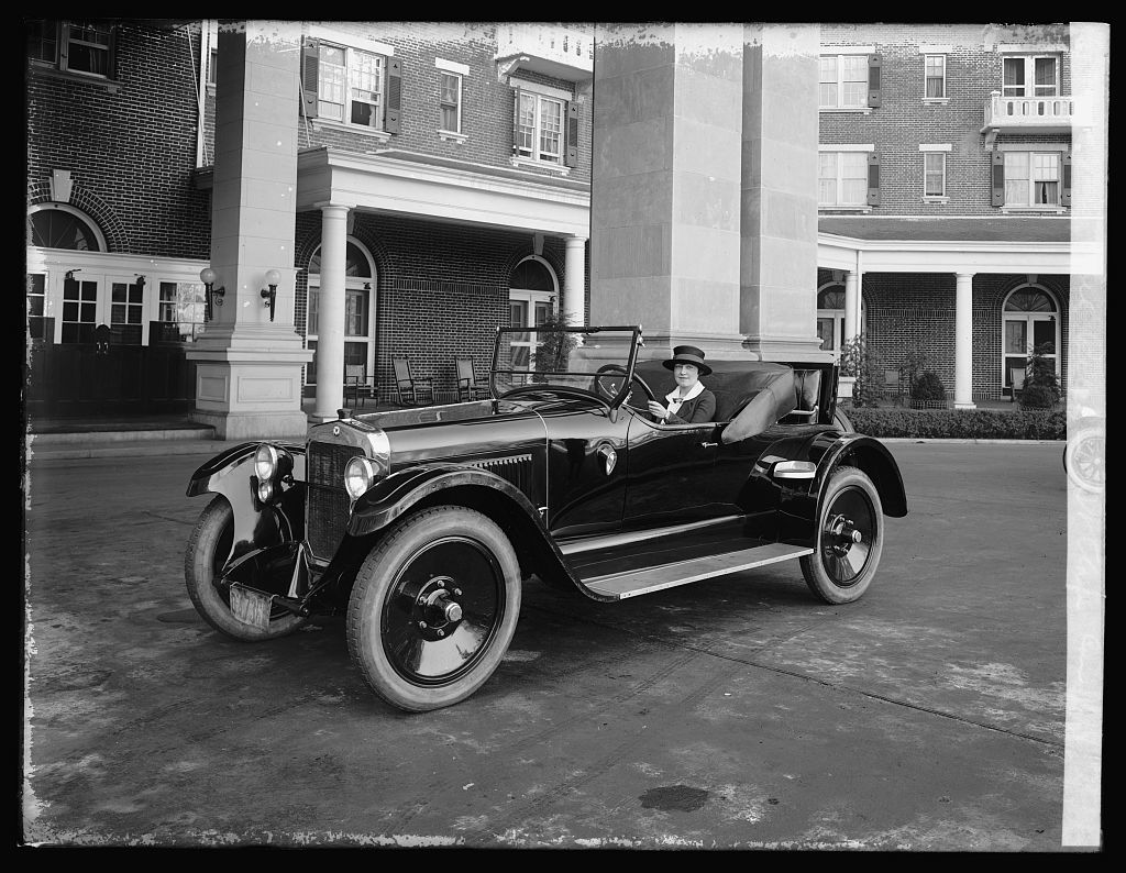 Mrs. Phil Riley, St.Clair car - PICRYL Public Domain Image