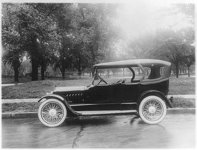 Peerless automobile, probably in Washington, D.C.