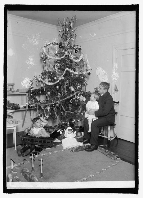 Secty. Davis, Christmas tree, [1921]