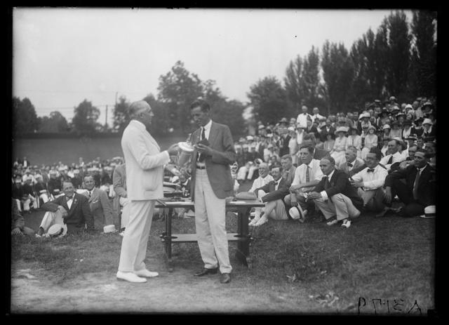[Warren Harding handing trophy to unidentified; Golf tournament?]