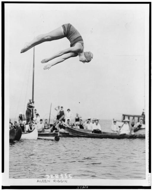 [Aileen Riggin, Olympic diving champ, at aquatic carnival of the Huguenot Boat Club, New Rochelle, N.Y.]