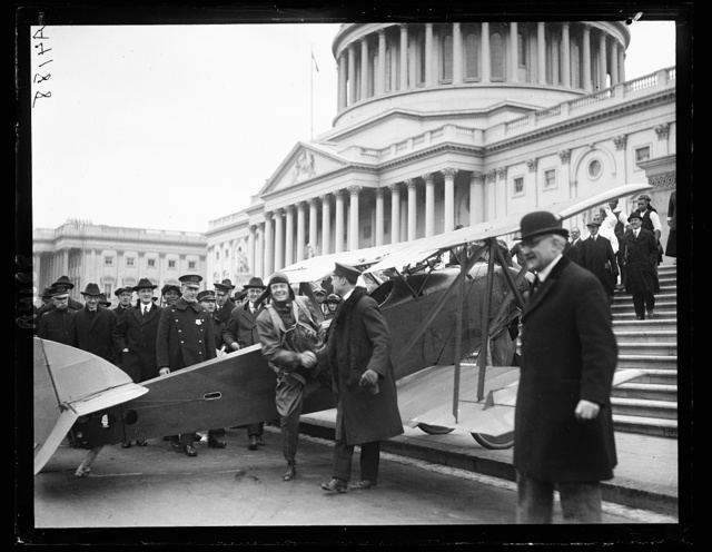 [Airplane in front of U.S. Capitol, Washington, D.C.]