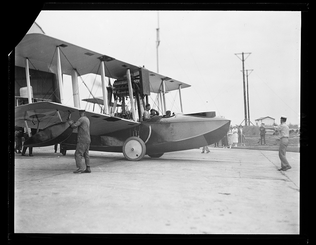 Amphibian airplane