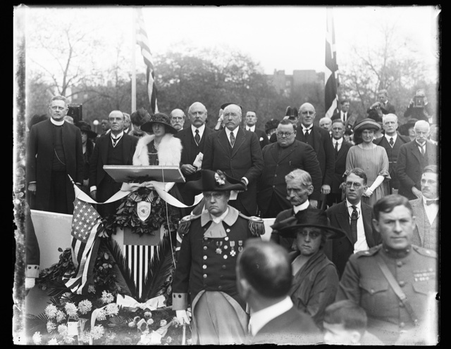 Burke statue. Formal presentation by British Delegation from the Sulgrave Institution, Oct. 12. Left to rt.: Rev. G.C.F. Bratenhal, Sir Chas. Wakefield, Fred Wakefield, Secy. of War Weeks, Alton B. Parker, Chancellor of the Institution and Lady Geddes