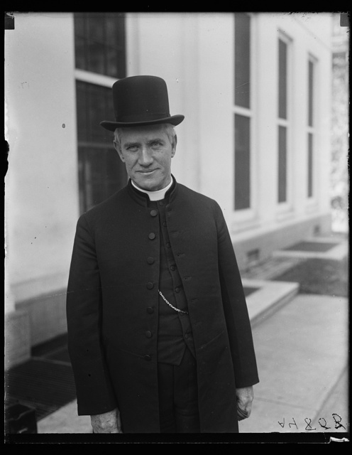 [Clergyman at White House, Washington, D.C.]