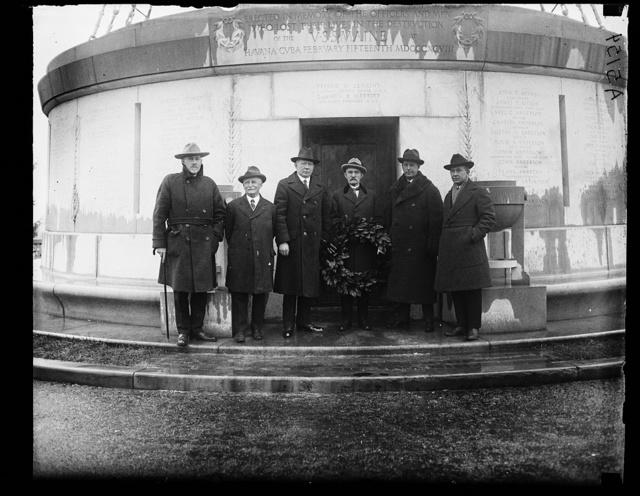 [Group at USS Maine memorial, Arlington National Cemetery, Arlington, Virginia]