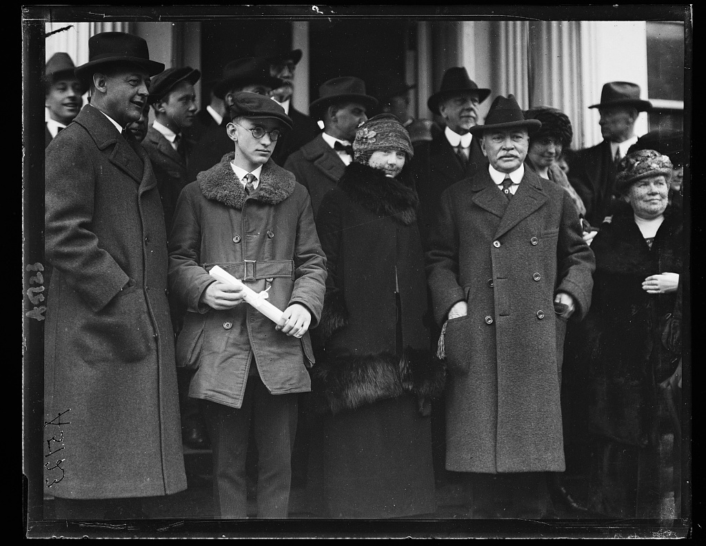 Mrs. Anne Rogers [...] of Sterling, Colo. and J.S. Loomis of Limerick, N.Y., are presented with diploma by Pres. Harding. Mrs. Rogers for writing the best safety lesson and Mr. Loomis for writing the Best on Grange. Left to rt.: Sen. Wadsworth, J.S. Loomis, Mrs. Rogers and Sen. Phipp of Colo. [White House, Washington, D.C.]