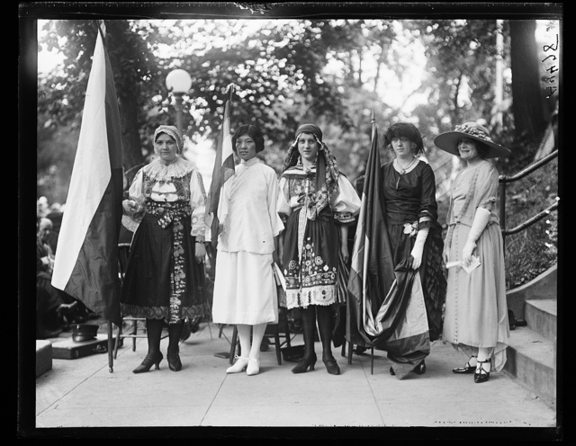 Nat'l Women's Party. May 21, 1922. Mme. Harriet Gottling, of Czech.; Miss Susie Chow, of China, Mme. Josephine Klima, of Prague, Slovakia, Miss Ballivian, of Bolivia, and Miss Vina Stepanek, of Czech.