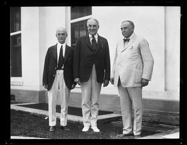 Pres. Harding with Simeon D. Fess (left) and Col. Carmi A. Thompson (right) [White House, Washington, D.C.]