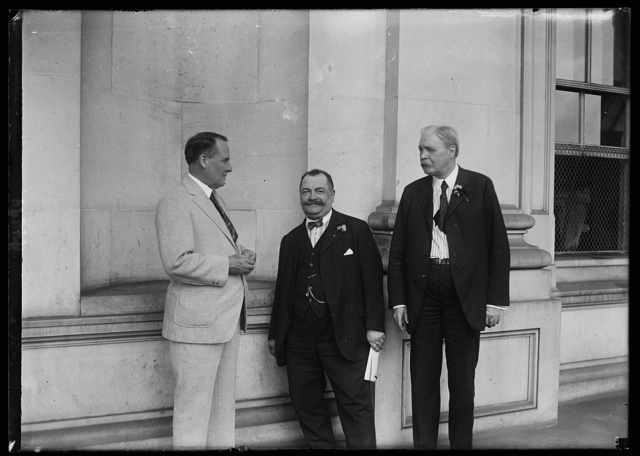 Representatives of League of Amer. Citizens of Ukrainian extraction with Rep. Stephen Porter, Chmn. of the House Foreign Relations Comm. L. to r.: Rep. Porter, [à] J. Hrycey and Dwight N. Lowery, General Counsel for the Delegation