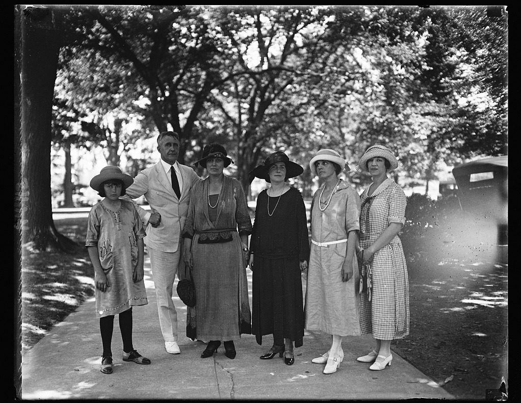 Tom Grant and group of ladies at White House