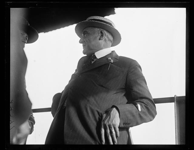 [Warren Harding at reenactment of Pickett's Charge at the Battle of Gettysburg. Pennsylvania]