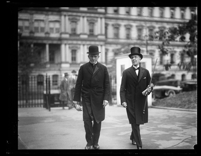 [White House visitors; State, War and Navy Building in background; Washington, D.C.]