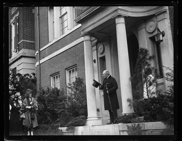 [Woodrow Wilson on front steps of house. Washington, D.C.]