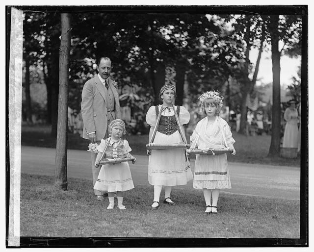 Count Szechenyi & children, 5/21/22