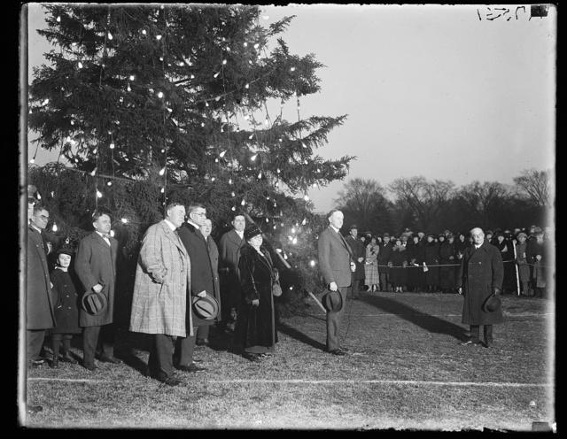 [Calvin Coolidge and group at Christmas tree, Washington, D.C.]