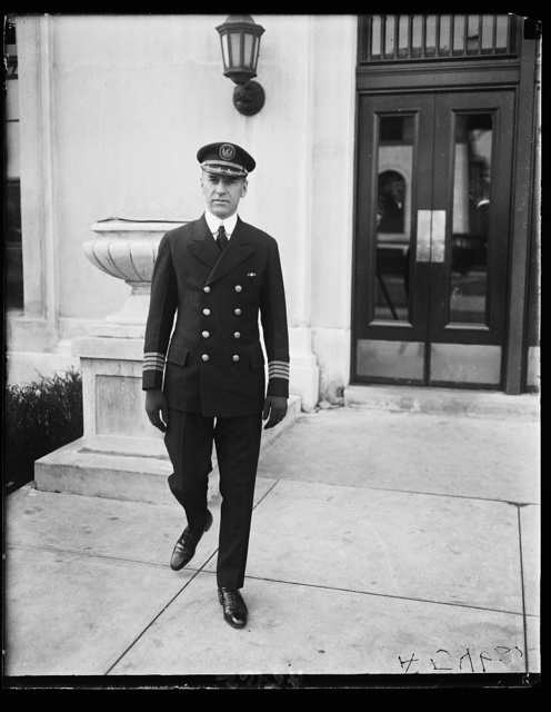 """Capt. Herbert Hartley in the command of a giant liner """"Leviathan"""" at Navy Dept."""