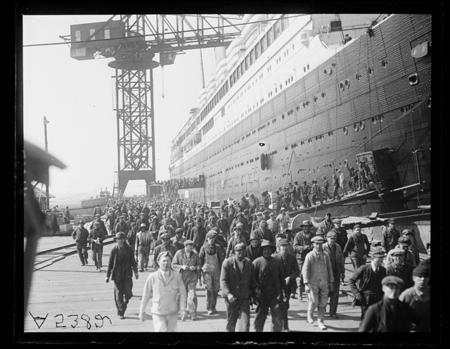[Crowds emerging from Leviathan (ship)]