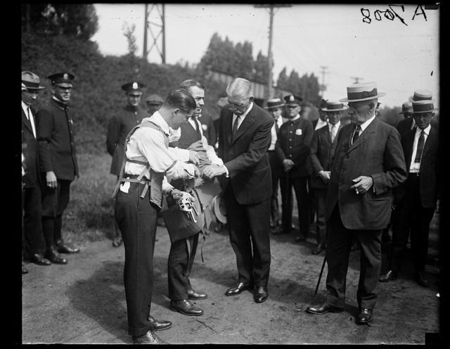 Demonstrator of bullet-proof vest