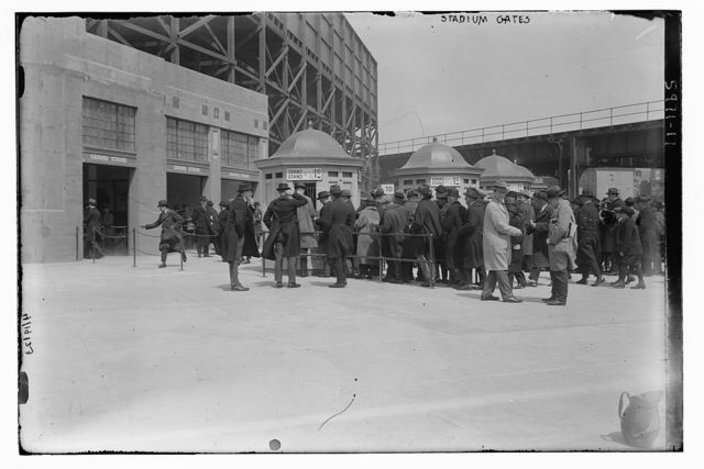 [Fans at ticket booths at Yankee Stadium, right field grandstand (baseball)]