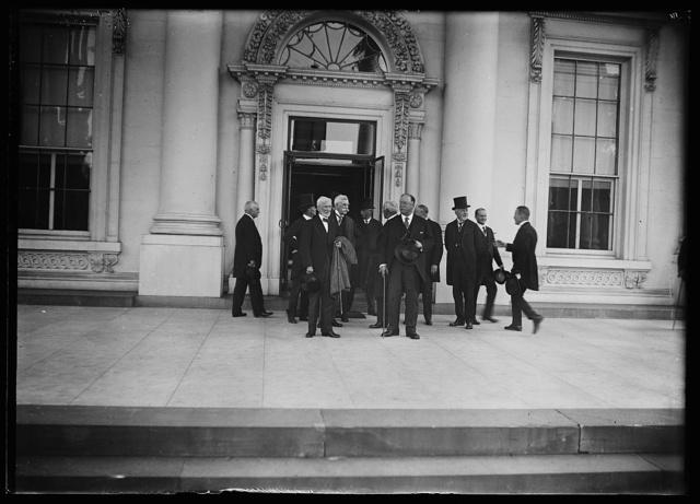[Group with Oliver Wendell Holmes, Jr., William Howard Taft outside White House, Washington, D.C.]