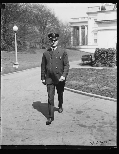 [Police Officer at White House, Washington, D.C.]