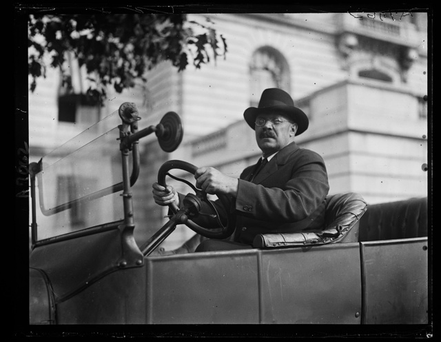 Senator Magnus Johnson, of Minn., in Ford machine