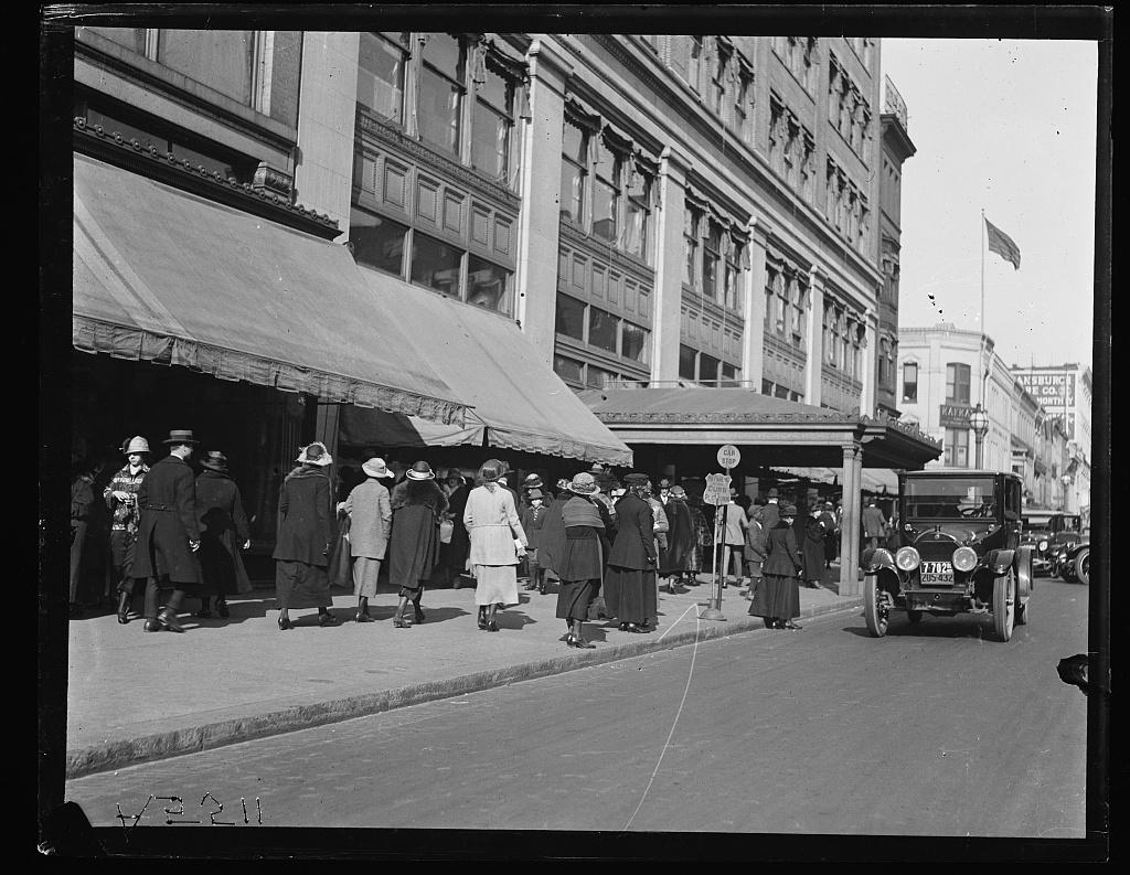 [Street scene, Washington, D.C.]