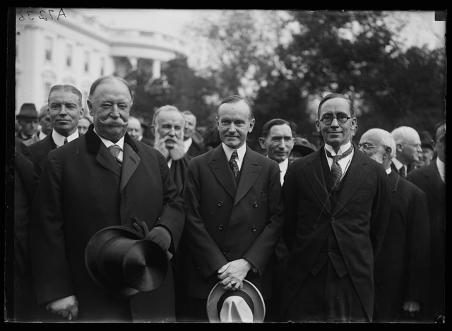 Wm. Mather Lewis, extreme rt., new Pres. of Geo. Wash. Univ., calling on Coolidge. Lft. to rt.: Chief Justice Taft, Coolidge, Lewis