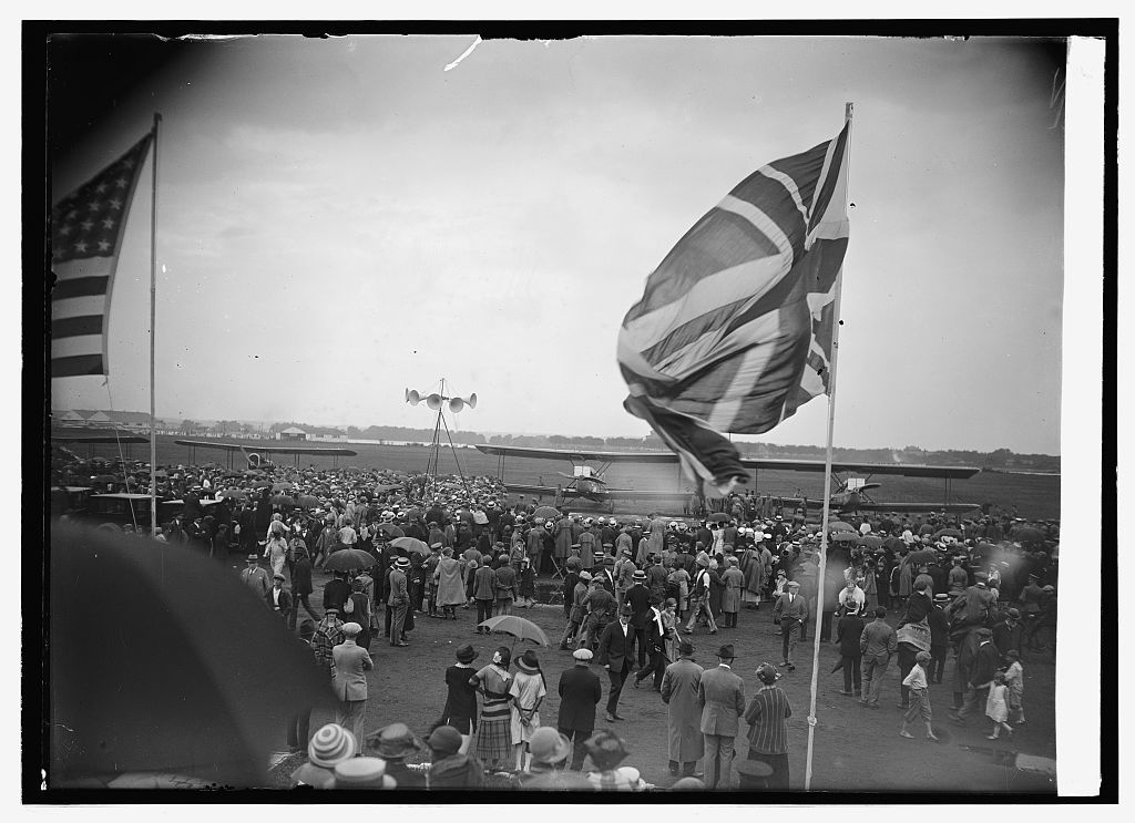 Arrival of round the world flyers at Bowling [i.e., Bolling] Field, [Washington, D.C., 9/9/24]