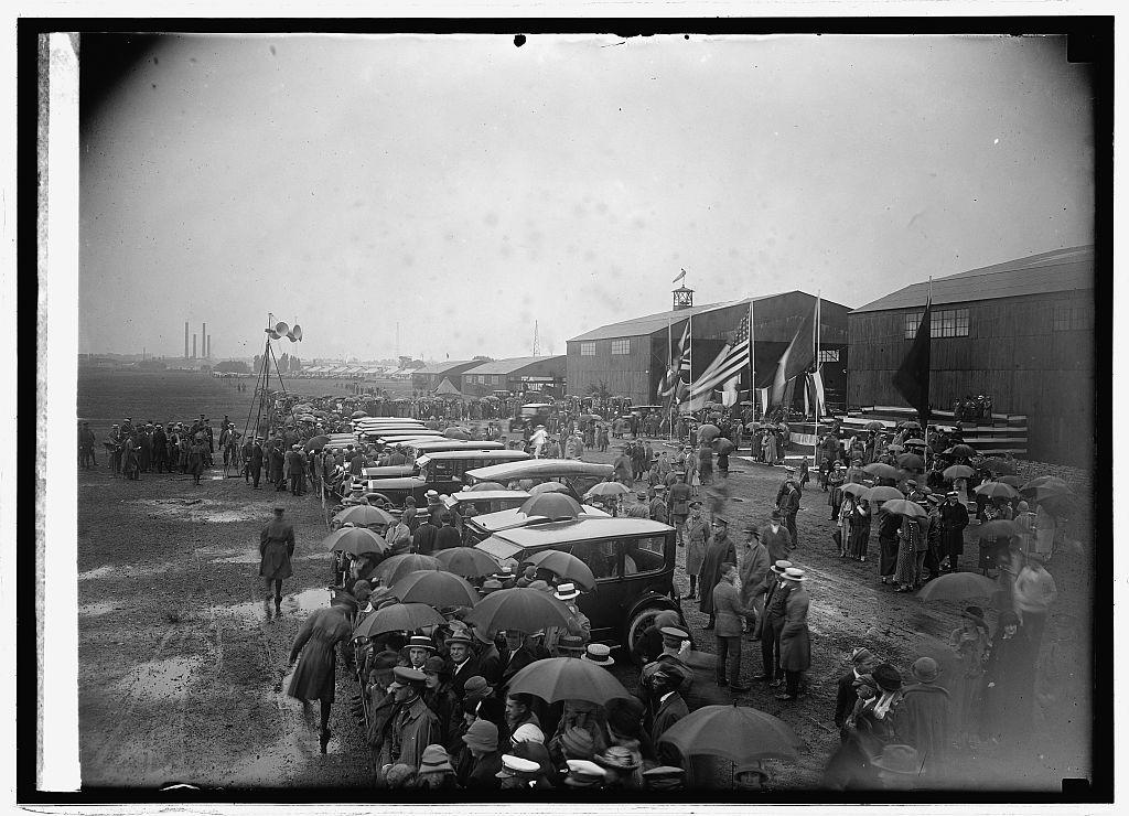 Awaiting arrival of world flight flyers at Bowling [i.e., Bolling] Field, [Washington, D.C., 9/9/24]