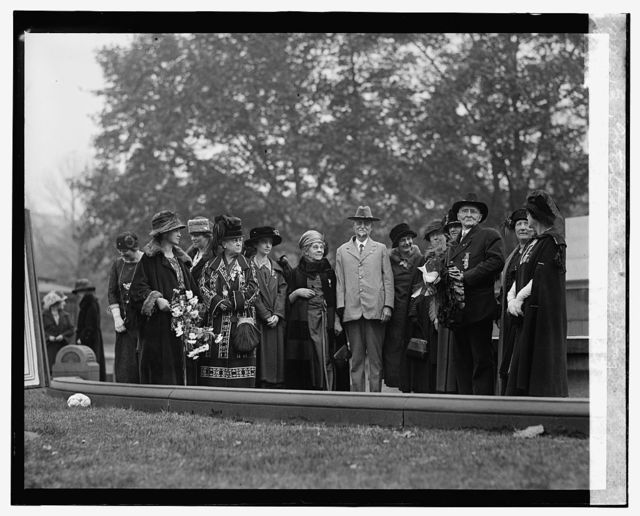 Daughters of 1812 at Farragut statue, May Day, [10/27/24]