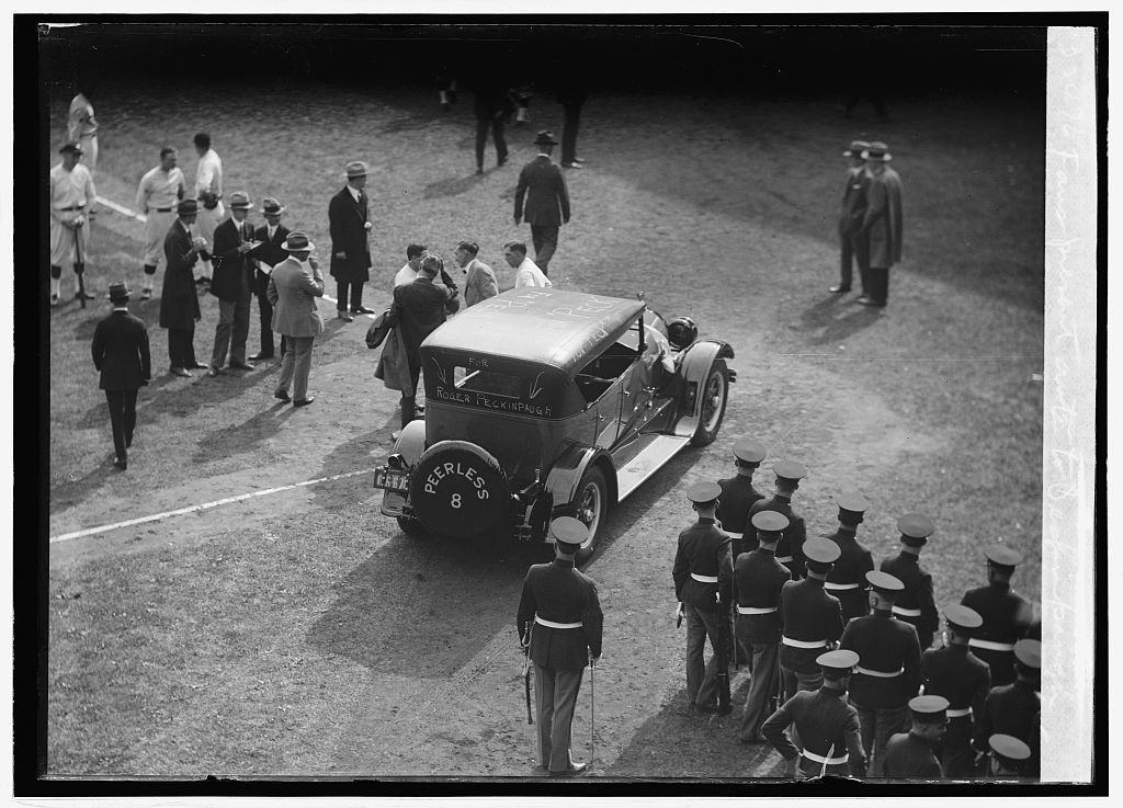 Fans present auto to Peckinpaugh, [10/4/24]