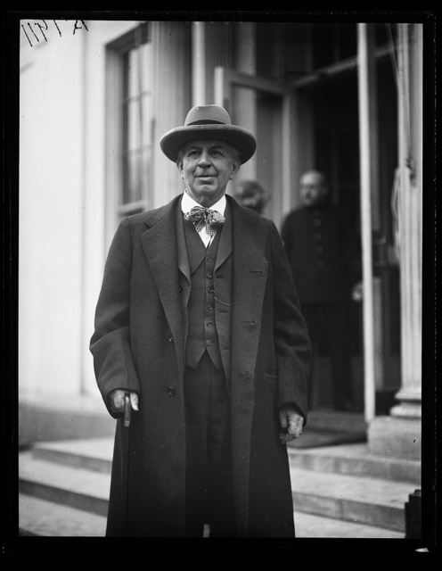 [...] Khan, Veteran Member of the [...] and Chmn. of the Military Affairs Comm. said good-bye to Pres. Coolidge. Ill health may prevent his returning to Wash. and his official duties [White House, Washington, D.C.]