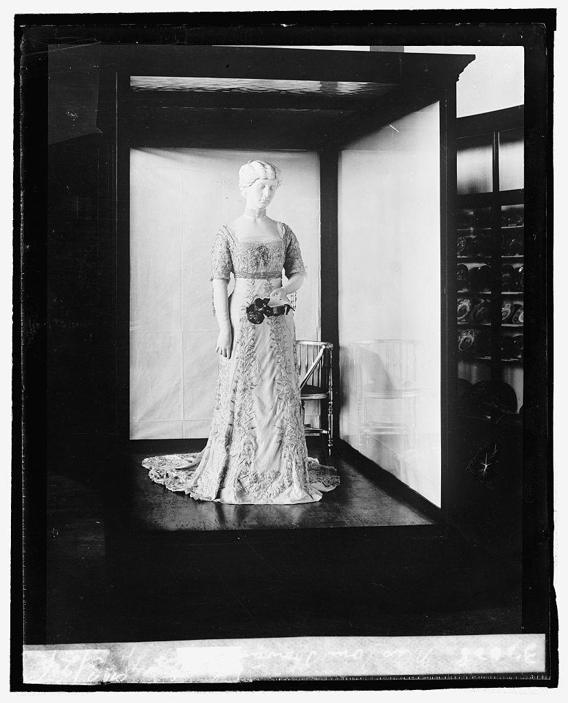 Mrs. Wm. Howard Taft [Helen Herron Taft, inaugural dress from First Ladies Collection], 9/[3/24]