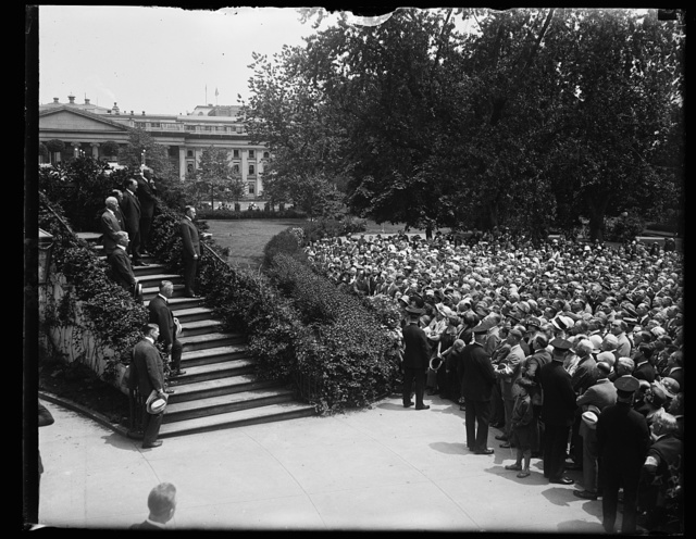 Pres. Coolidge addressing the delegates to the Nat'l Assoc. of Real Estate Boards in session at Wash. from the steps of the South portico of the W.H. [i.e., White House], June 5th