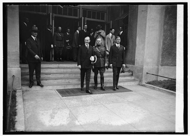 Pres. Coolidge, Gen. R.G. Davis & Dwight Davis at bonus bar, [9/27/24]