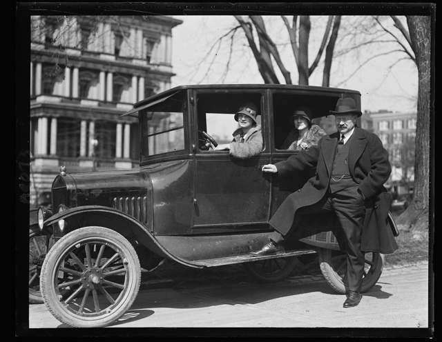 Sen. Magnus Johnson of Minn. calls at the White House. Miss Mabelle Teigan at the wheel is daughter of the Sen. Secy [...] Mr. Henry G. Teigan, Mrs. R.F. Granquis is in the rear seat is also daughter of Mr. Teigan. Both ladies are employed in the Senator's office