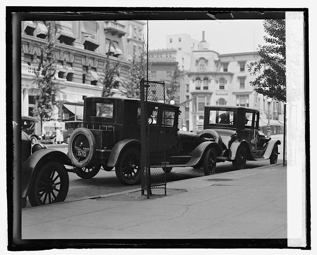 [Street scene, automobiles, Washington, D.C.]