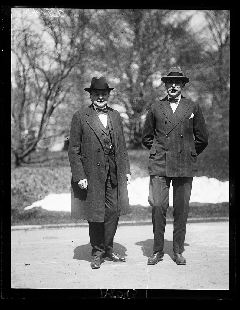 Uncle Sam's attorneys in the oil probe. Former Sen. Atlee Pomerene (left) and Own J. Roberts (right) arrive in Wash. after a flying trip from Wyoming and Calif. to report developments directly to the Pres.