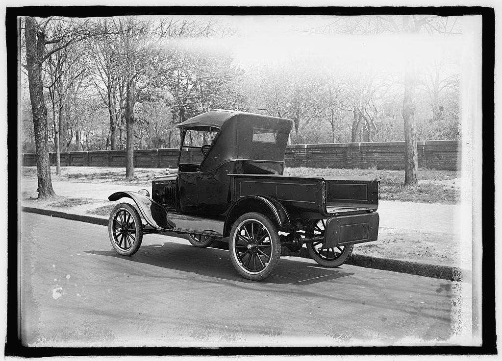 Ford Motor Co. slip on body