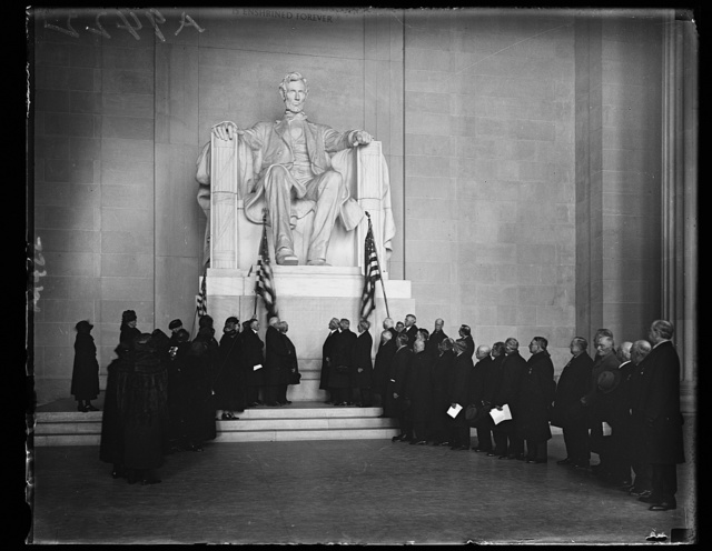 Lincoln's birthday honored in Capital. The widespread observance of Lincoln's birthday in the National Capital reached its high note at 2 o'clock in the afternoon [...] the Maryland Division, Sons of Veterans, U.S.A. and [...] at the Lincoln Memorial before the Massive statue of the president