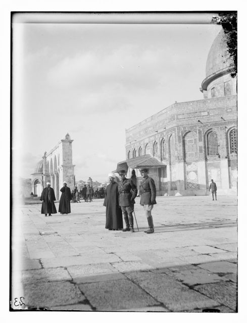 Lord Plumer group outside Mosque of Omar [i.e., Dome of the Rock]