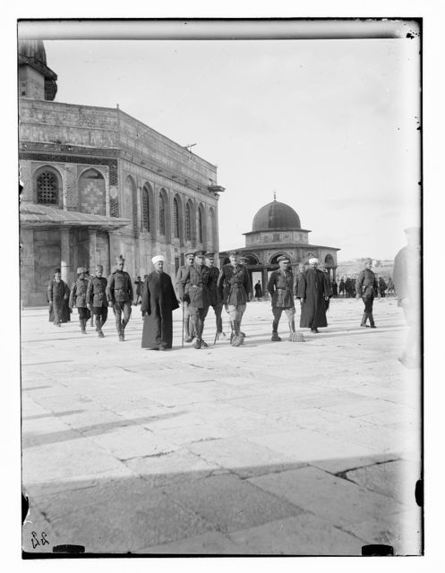 Lord Plumer gr[oup] outside of M. [i.e., Mosque] of Omar [i.e., Dome of the Rock]